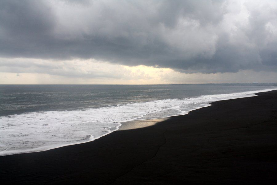 Bali – black sand beaches and Balinese